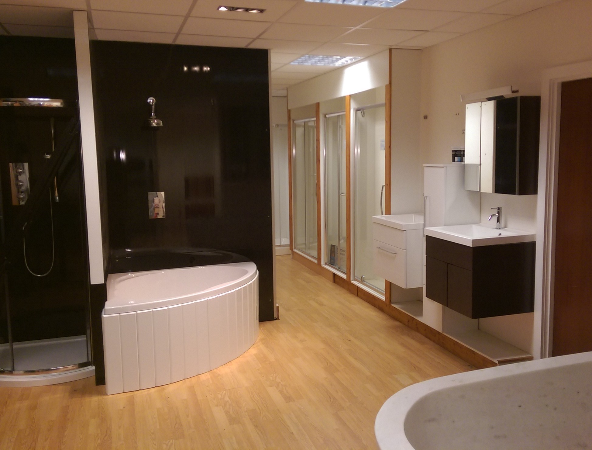 Shower tray store kent showroom for Bathroom designs kent